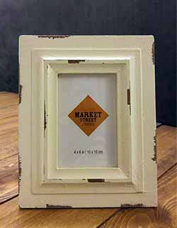 Vintage Chippy White Picture Frame (4 x 6 photo)