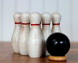 Traditional Tabletop Bowling Set