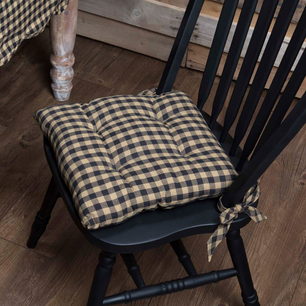 Ordinaire Black Check Chair Pad (Black And Tan)
