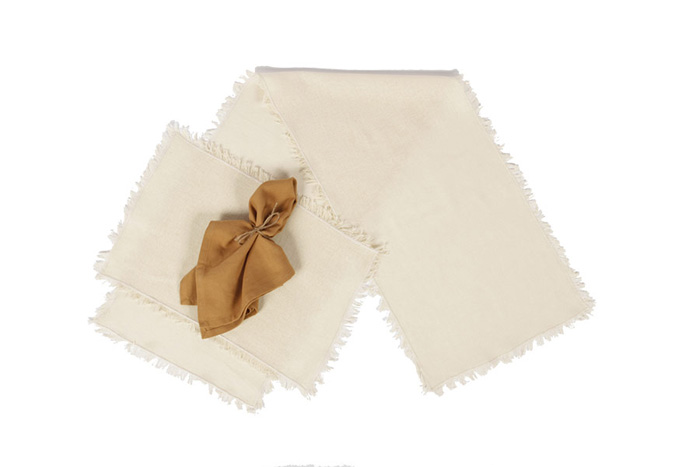 Tobacco Cloth Tablerunner, Victorian Heart