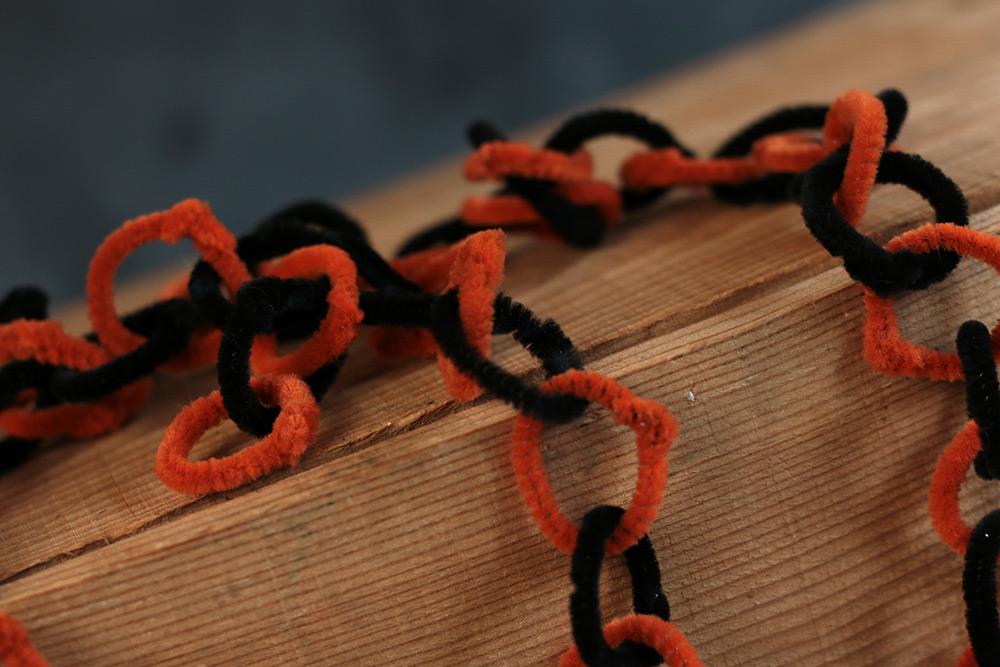 Black orange halloween garland by one hundred 80 for Halloween girlande