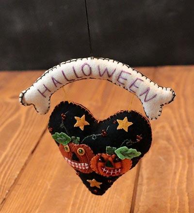 Halloween Pumpkin Heart Hanger