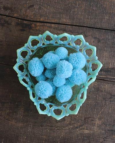 Yarn Pom Poms in Blue (20 pack)