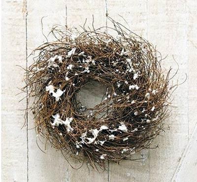 Angel Hair Vine Wreath with Snow - 8 inch