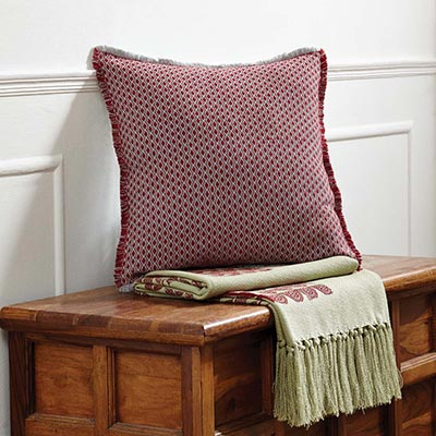 Tannen Pillow (16x16)