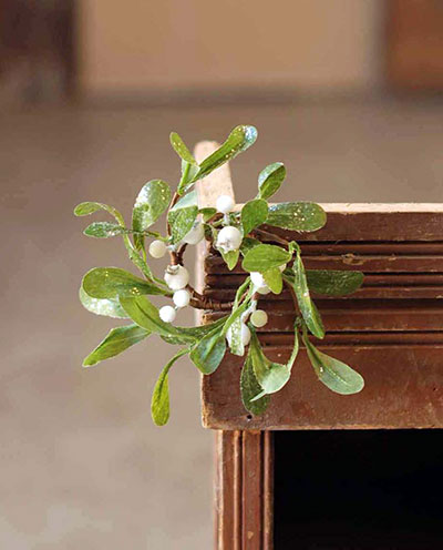 Dreamy Mistletoe 1.5 inch Candle Ring