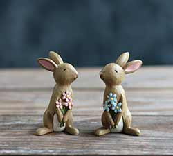 Bunnies Holding Flowers (Set of 2)