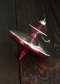 Red Antiqued Finial Ornament