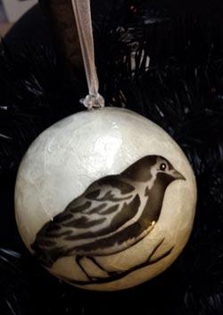 Dekorasyon Capiz Ball Ornament - Crow