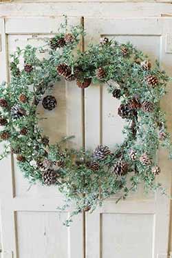 Icy Stowe Cedar 24 inch Wreath