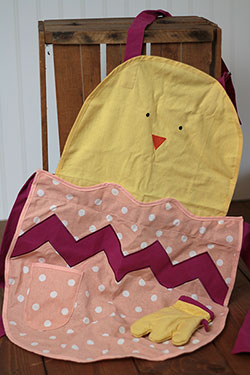 TAG Baby Chick Apron & Mitt Set