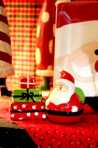 Santa and Gifts Salt & Pepper Set
