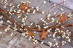 Ivory Pip Berry & Rusty Star Garland - 40 inch