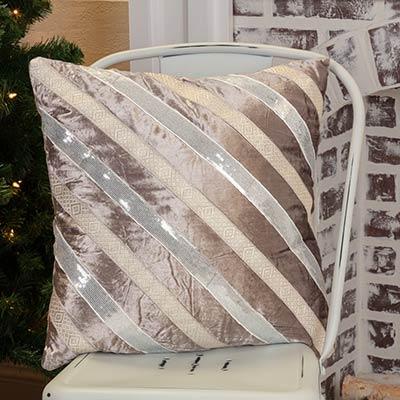 Allura Pillow (18x18)