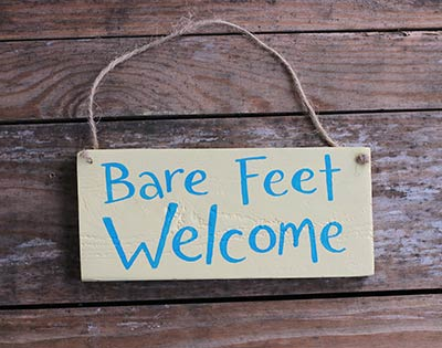 Bare Feet Welcome Sign - Yellow