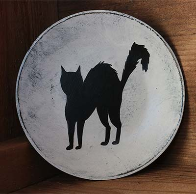 White Distressed Mini Plate with Black Cat