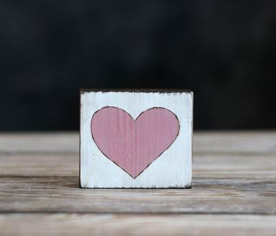 Heart Chunky Shelf Sitter - Pink
