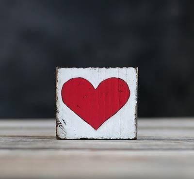 Heart Chunky Shelf Sitter - Red