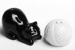 Cat & Yarn Ball Salt & Pepper Shaker Set