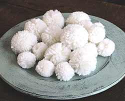 Yarn Pom Poms in White (20 pack)