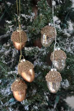 Antiqued Acorn Cluster Ornament