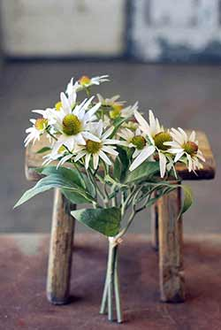 White Bundle of Sun Floral Bunch