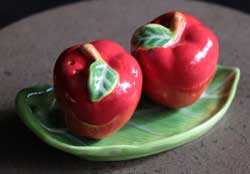 Apple Salt and Pepper Shaker Set