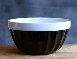 Betty's Kitchen Mixing Bowl (Black)