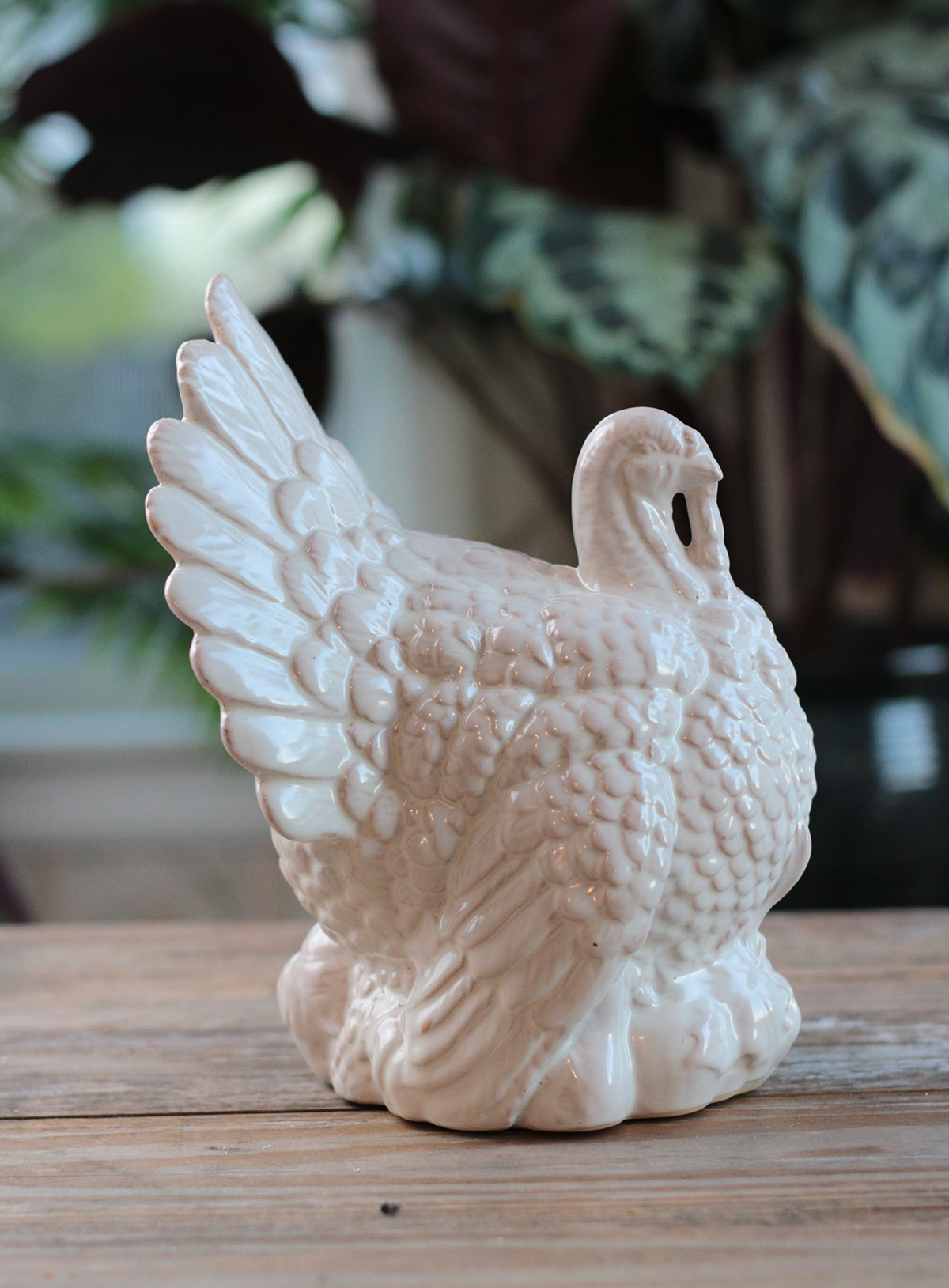 ceramic farmhouse turkey thanksgiving table decor at The Weed Patch